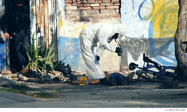 A coroner reviews a body in the state of Guanajuato