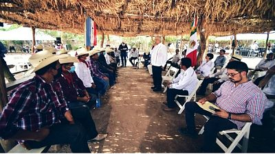 integrantes de la tribu Yaqui