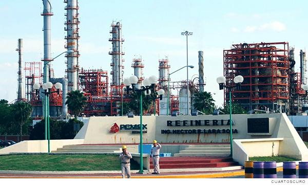 Fotografía de la refinería de Cadereyta perteneciente a Pemex